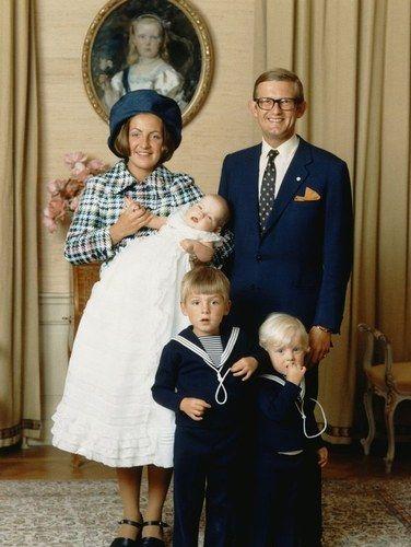 Princess Margriet en Pieter van Vollenhove met hun zonen Maurits (1968) Bernhard ( 1969) en Pieter Christiaan ( 1972)