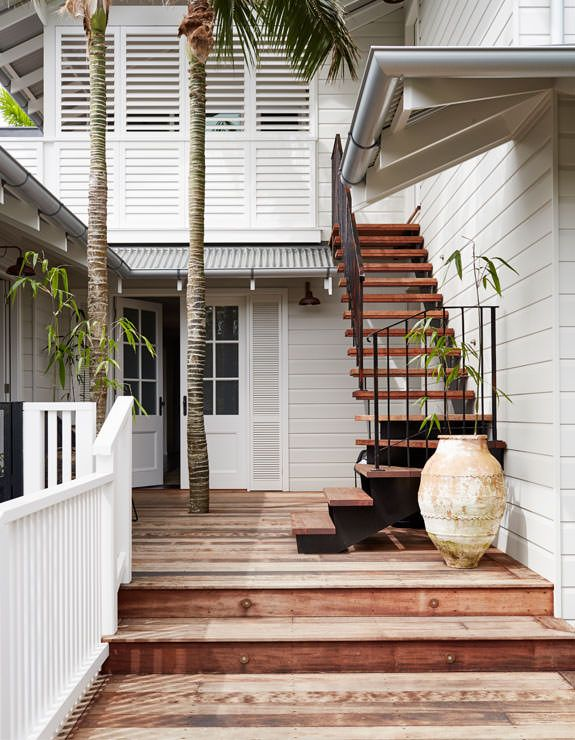Welcome to 28 Degrees Byron Bay - Elegantly relaxed, decadently luxurious and perfectly located. Book this Byron Bay luxury accommodation now.