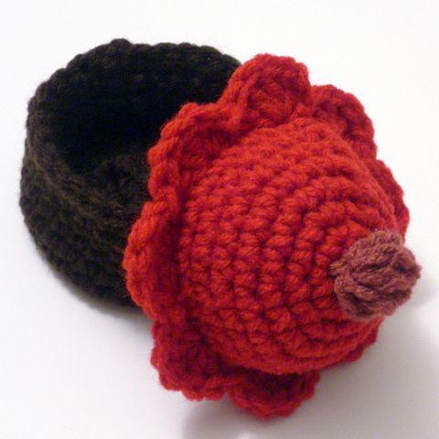 Crocheted cupcake trinket box - Red Velvet cake