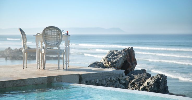 With its exhilarating cliff-top position, Birkenhead House in Hermanus provides luxury hotel accommodation and an extraordinary coastal experience.