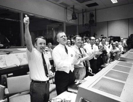 jim lovell s leadership in apollo 13 Jim lovell: apollo 13 speaks to importance of nasa teamwork posted april 10, 2017  lovell spoke of the events of apollo 13 bringing a different emphasis than the 1995 movie.