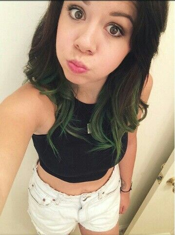 Tay. I want green hair /:
