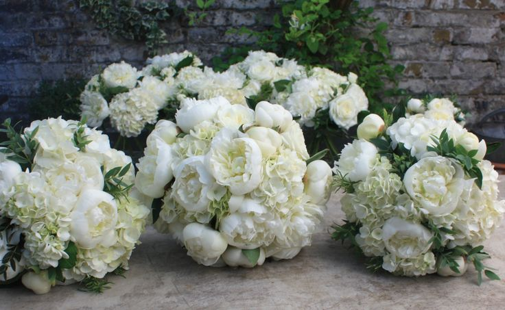 All white flowers for a super stylish bride & her maids.