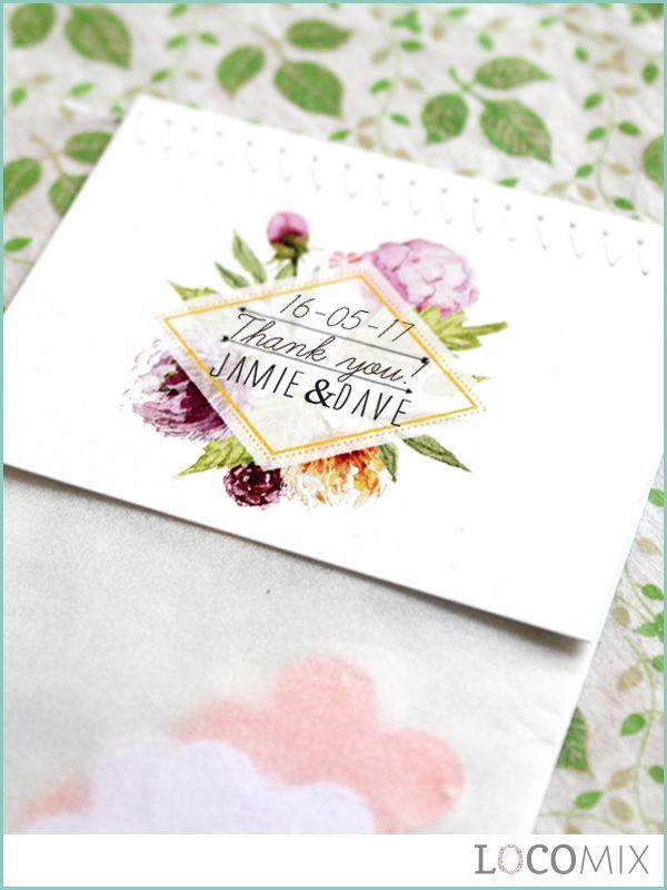 Zijn jullie op zoek naar hét origineelste en feestelijkste huwelijksbedankje voor jullie huwelijksgasten? Dan zijn de Flowerbags huwelijksbedankjes precies waar jullie naar op zoek zijn! De confetti in dit zakje bevat namelijk bloemzaadjes. Jullie huwelijksgasten kunnen deze vervolgens zelf gemakkelijk planten. Personaliseer het persoonlijke bedankkaartje van dit huwelijksbedankje op Bedankjes.nu!