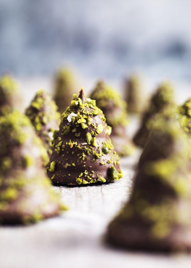 Hjemmelavede flødeboller med pistacie-pynt