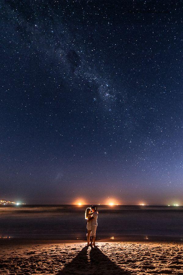 Idéia para Foto de Casal na Praia com noite Estrelada. Mais
