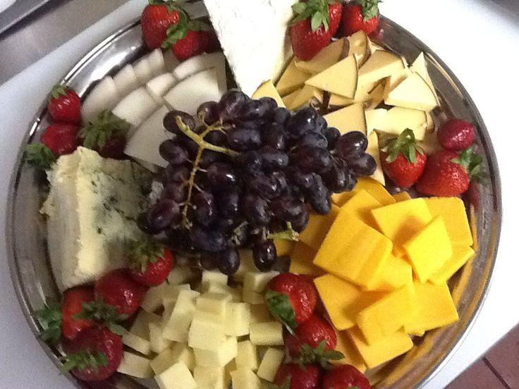 """How to Assemble the """"Perfect"""" Cheese Tray"""