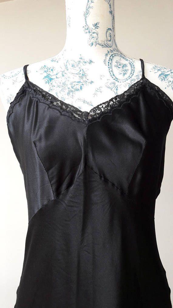 Lingerie made in Italy black petticoat slip 1950s 1960s black silk satin lace almost perfect condition 46 Italian size sottoveste seta nera