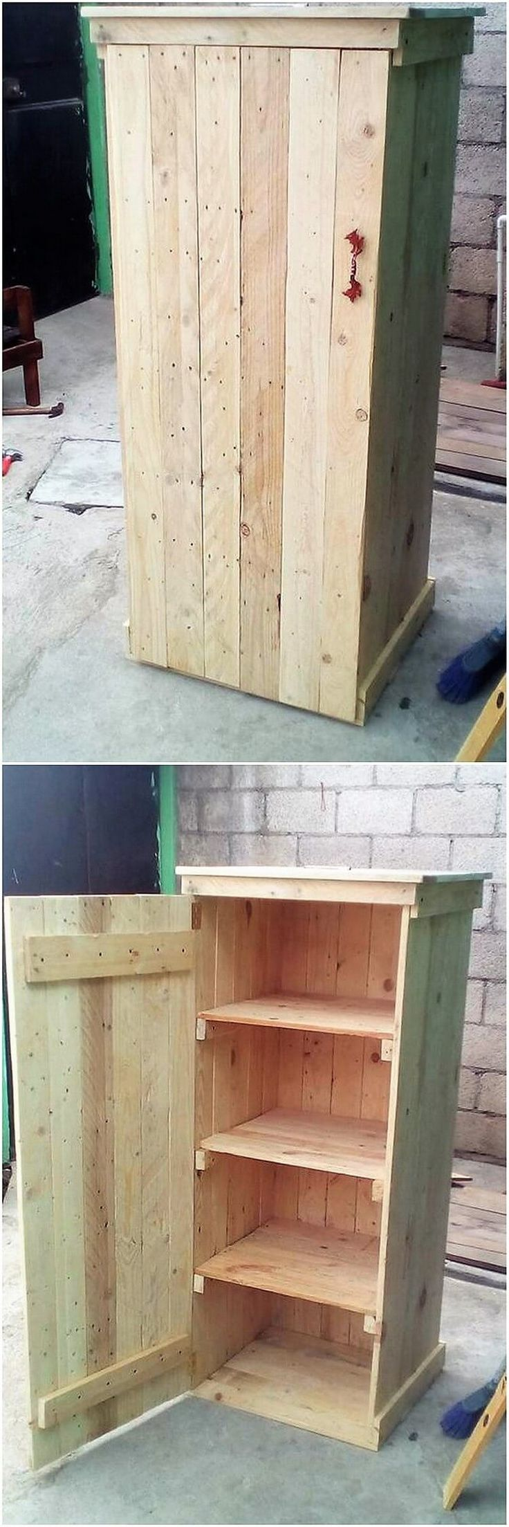 This pallet cabinet has been featured out with the designing work that is much similar with the shape of the cupboard effect. Check out the image outlook idea and you will view the custom use of the cabinet as the storage box where the shelving cabinet are individually added in 2-3 quantity.