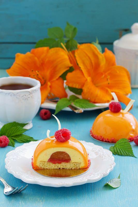 """"""" Я их слепила, из того что было..."""" А были ароматные спелые абрикосы на тарелке, которые почему-то никто не ел, в морозилке давно…"""