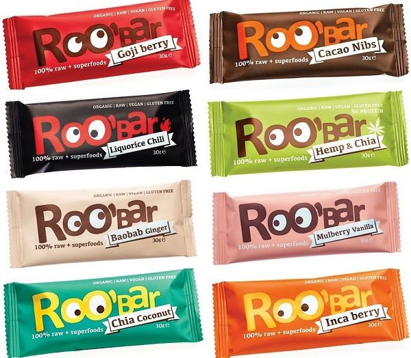 Vi har fået de superlækre økologiske RAW barer, Roobar, på hylderne...! Vælg mellem incabær, chia/kokos, kakao nips, morbær/vanilje, gojibær, maca/tranebær, hemp/chiafrø, RAW kakao samt chia/chokolade proteinbar... We now have the supertasty organic RAW bars, Roobar, on the menu...! Choose from inca berry, chia/coconut, cacao nips, mulberry/vanilla, goji berry, maca/cranberry, hemp/chia, RAW cacao and the chia/chocolate proteinbar...