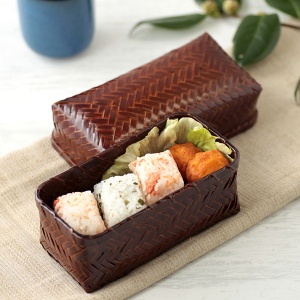 Japanese traditional lunch box 漆塗り 竹かごの弁当箱