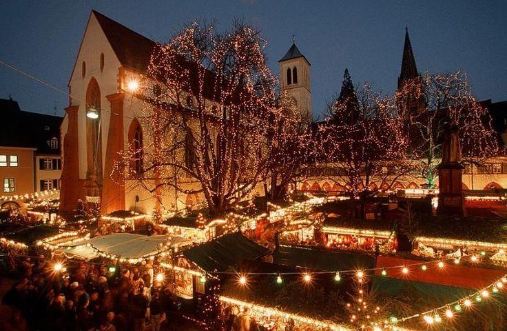Platz 6: Freiburger Weihnachtsmarkt  Der Freiburger Weihnachtsmarkt liegt mitten in der historischen Altstadt.