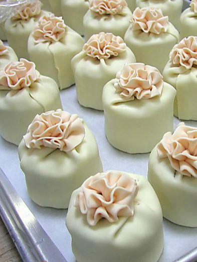 Stylish & delicious cakes – order online   Tastes Magazine   Stylish gift ideas