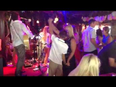 Live music and dancing at Planet Yucca - Kusadasi Live Music - Planet Yucca