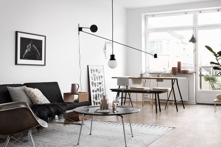 To show their clients how they can style their 'future' apartment, Swedish real estate agency Fastighetsbyran launch a nice concept where an apartment from their portfolio has been styled by three ...
