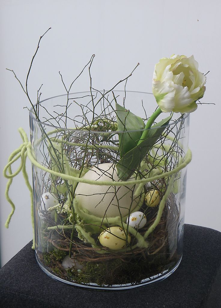 Love the look of this simple arrangement in a cylinder.