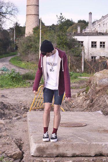 Get this look: http://lb.nu/look/4537169  More looks by Miguel García Martínez: http://lb.nu/user/83987-Miguel-G  Items in this look:  H&M Sweatshirt, Boy Shirt, Primark Shorts, Shocks, Ulanka Shoes