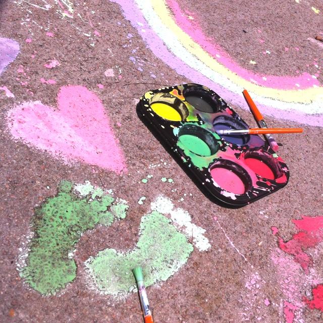 Waschbar Sidewalk Paint – eine Tasse Maisstärke eine Tasse Wasser und Lebensmittelfarbe oder ge …  – Boy stuff