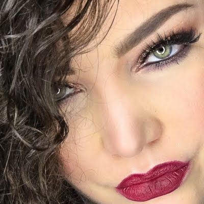 Preen.Me VIP Lindsay L flaunts this sultry look using her gifted AVON True Color Perfectly Matte Lipstick in Superb Wine. Click through to see her #AvonFreebie up close.