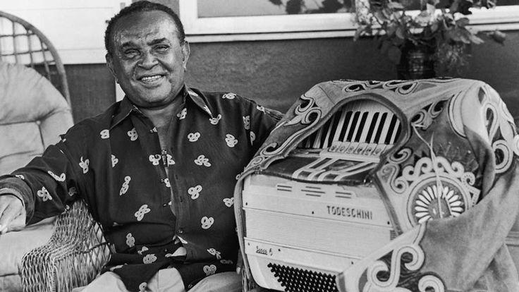 """* Luiz Gonzaga * <> Luiz Gonzaga do Nascimento <> (* Exú, Pernambuco, 13/Dezembro/1912 - Recife, Pernambuco, 02/Agosto/1989). Músico, Cantor, Compositor pernambucano.  Reconhecido como o """"Rei do Baião"""", aludindo ao Ritmo de sua Criação, o """"Baião"""". Por Votação, foi escolhido e Aclamado como """"O Pernambucano do Século XX"""". Sua influência sobre outros Artistas é de uma magnitude galáctica! Em suas Canções, todo o Povo da Região Nordeste do Brasil se viu descrito, em todas as suas vicissitudes"""