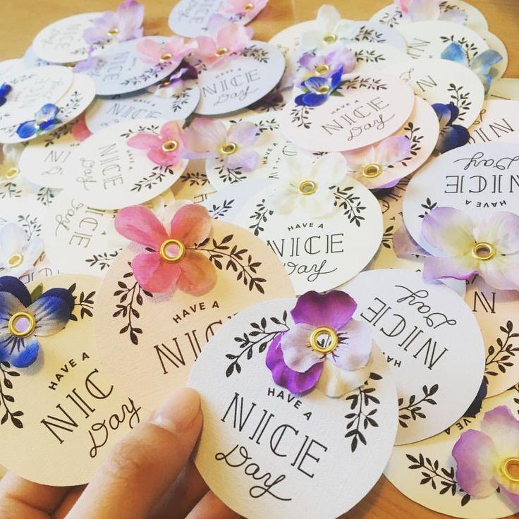 いいね!299件、コメント12件 ― ちづる☺︎25さん(@w.chii0513)のInstagramアカウント: 「. . 引き出物トートにつける用の #サンキュータグ 完成しました パンジーと紫陽花の花びらを使ってカラフルに✨ . 金色のボールチェーンでつけたら かわいいかな .…」