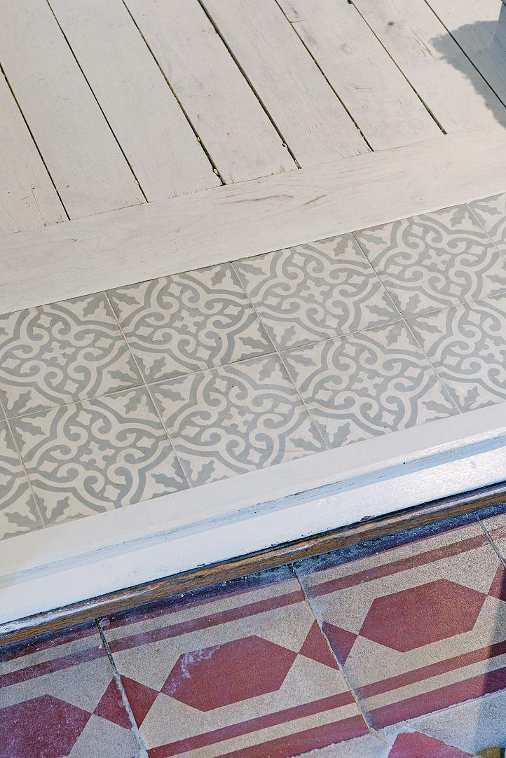 Kakel från Marrakech Design & vitsåpat brädgolv