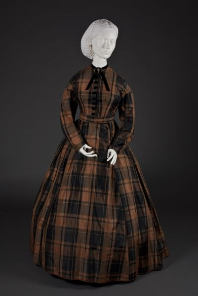 Day dress ca. 1864 from The Wadsworth Antheneum http://www.thewadsworth.org/candt/