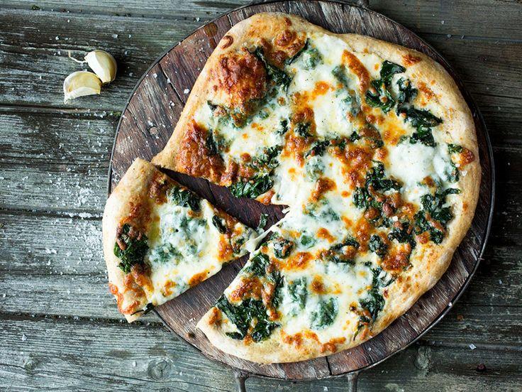 Deilig vegetarpizza med hvit saus passer perfekt når du trenger avveksling.