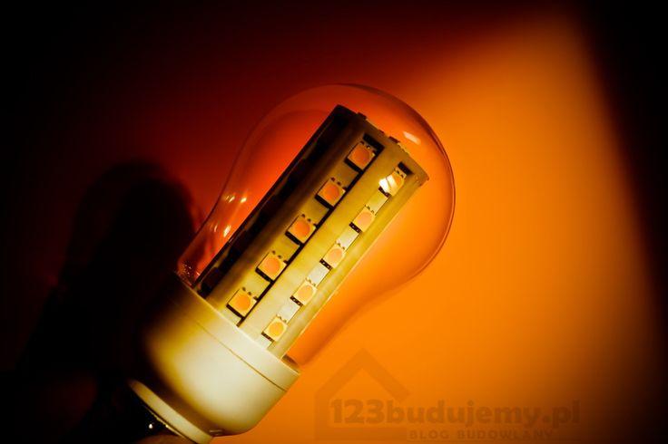 Żarówka led klasyczny kształt żarówki a w środku nowoczesne diody - Led, żarówka, Oświetlenie, Diody