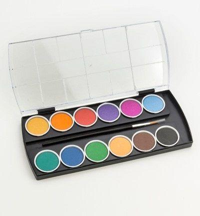 Joy waterverf.  Studie kwaliteit, vooral geschikt voor decoratieve technieken.  Goed te gebruiken bij de voorbedrukte kaarten en doekjes van Joy.  Uitvoering in afsluitbare kunststof doos.  De set bestaat uit 12 kleuren ronde napjes, en een penseel.