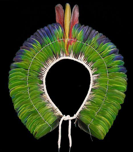 Cocar etnia Kayapó-Gorotire (MT)  MAI Museu de Arte Indígena | Plumária