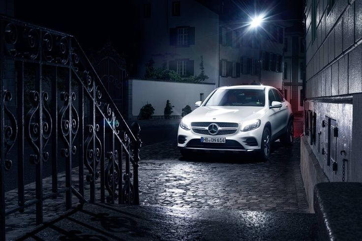 Νυχτερινά φώτα με την Mercedes-Benz GLC Coupé. #MBPhotoCredit: Cédric Bloch Fotografie