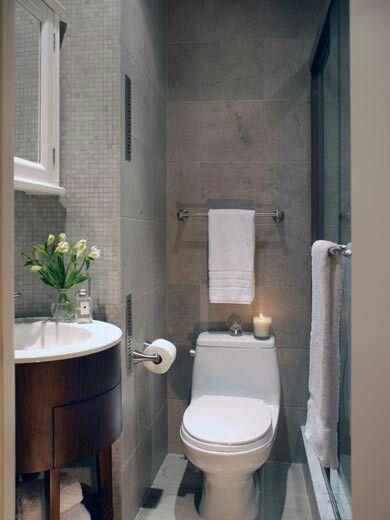 Pequeño baño (tiny bathroom).