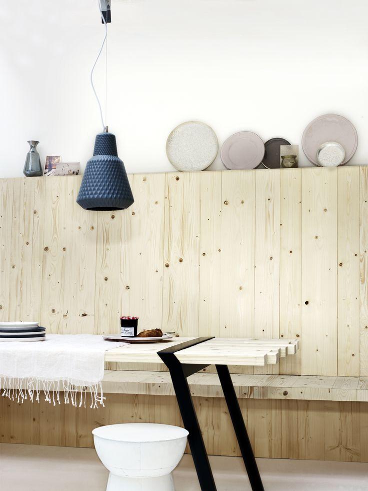 Mooie lambrisering, waar wat spullen op kunnen staan: slaapkamer?