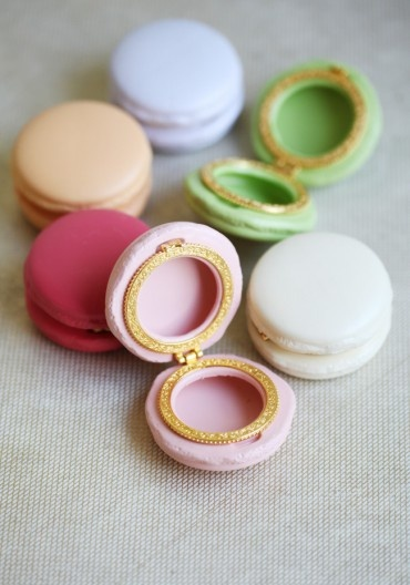 Porcelain macaron boxes in such delectable colors