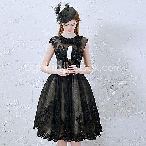 Κοκτέιλ Πάρτι Φόρεμα - Μικρό Μαύρο Φόρεμα Γραμμή Α Με Κόσμημα Μέχρι το γόνατο Δαντέλα / Τούλι μεΔιακοσμητικά Επιράμματα / Χάντρες / - EUR €86.23