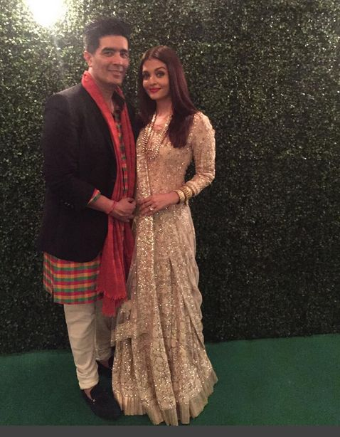 Aishwarya Rai Bachchan With Manish Malhotra In A Beautiful Dress In A Diwali Party Thrown By Amitabh Bachchan At Bachchan 's House.