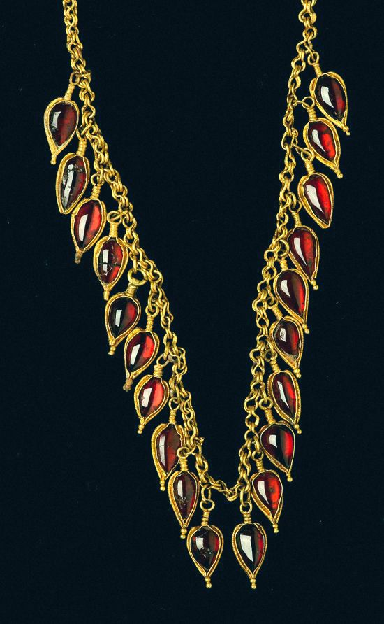 Ancient Greek garnet and gold necklace Hellenistic Greece c. 3rd-2nd century B.C.