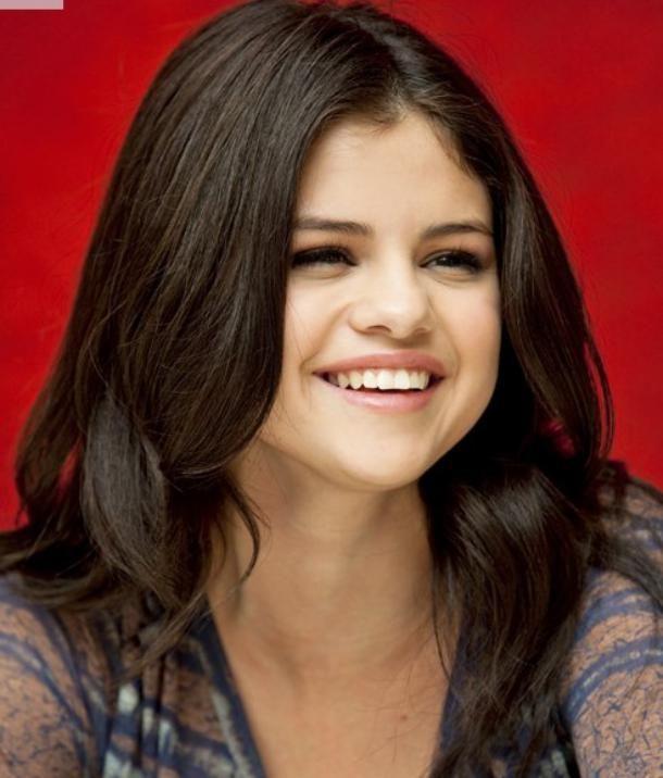 Selena Gomez hairstyles, beautiful and elegant