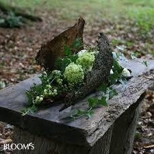 Moderne Trauerfloristik: Trauerkränze mit Blattwerk und Blütenschmuck - Szukaj w…