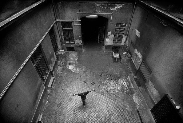Dezső Tamás: részlet a Józsefváros sorozatból, 2004