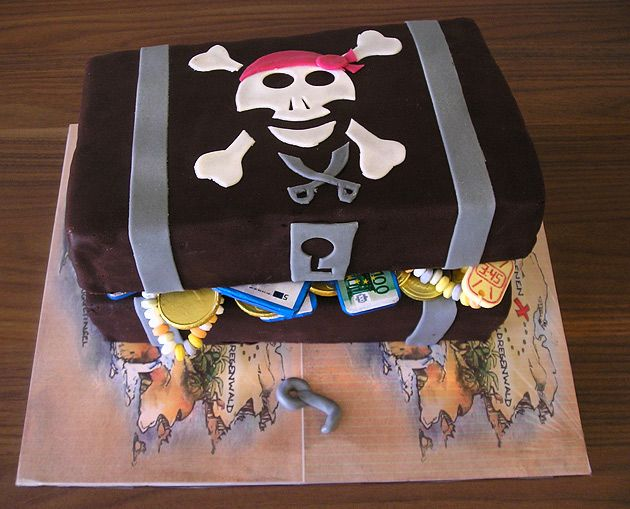 Die besten 17 ideen zu piratentorten auf pinterest for Schatzkiste selber basteln