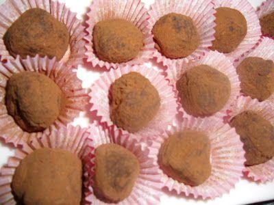 Un postre delicioso y bastante fácil de hacer, son estas trufas de chocolate. Los ingredientes son fáciles de conseguir y la receta es se...