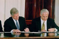 Israel's prime minister Benjamin Netanyahu is left-handed (on the right here, another hook-hander, seen with fellow lefty ex-president of the USA Bill Clinton).