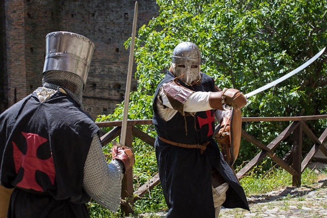 Templar Knights fighting at Rocca Viscontea, Castell'Arquato by @AsgeirPedersen, via Flickr