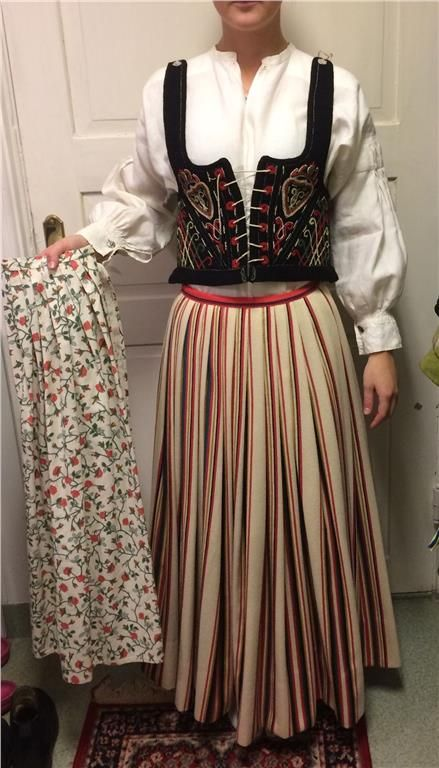 Costume from Häradsbäck, a village in Härlunda parish and småort in Älmhult municipality in Småland , fairly close to the border to Skåne. Hand-sewn costume in size 34/36.  Cap is included, but not ready-made. Even neck broch and cufflinks are included. 3/5