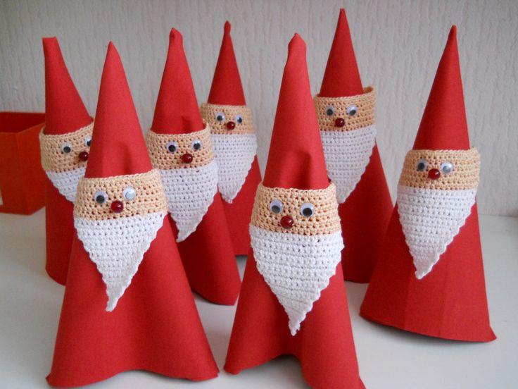 kerstmannetjes van servetten (hoofdjes/baard gehaakt)