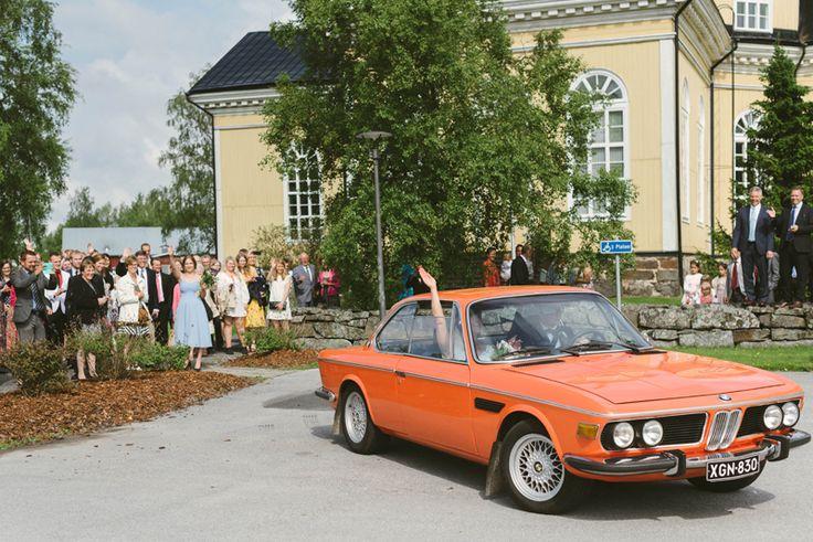wedding ceremony get away car, vintage wedding car Julia Lillqvist   Emma and Joel   sommarbröllop Jakobstad   http://julialillqvist.com