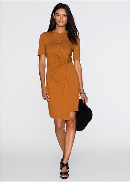 Ονειρεμένο φόρεμα της BODYFLIRT, από πολύ ευχάριστη ποιότητα ζέρσεϊ. Με κόμπο στο πλάι για όμορφη εφαρμογή. Μήκος περίπου 90 εκ. Από 93% βισκόζη, 7% ελαστάν.